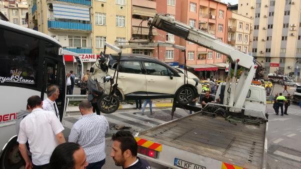 Kocaeli'de midibüsün freni boşaldı 11 araç birbirine girdi - Sayfa 10