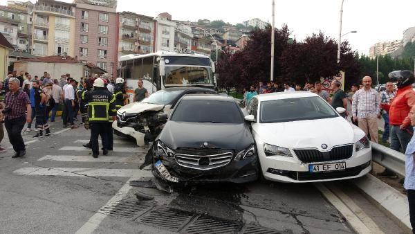 Kocaeli'de midibüsün freni boşaldı 11 araç birbirine girdi - Sayfa 2