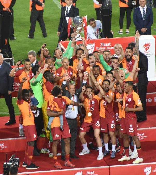 Ziraat Türkiye Kupası şampiyonu Galatasaray kupasını aldı - Sayfa 2