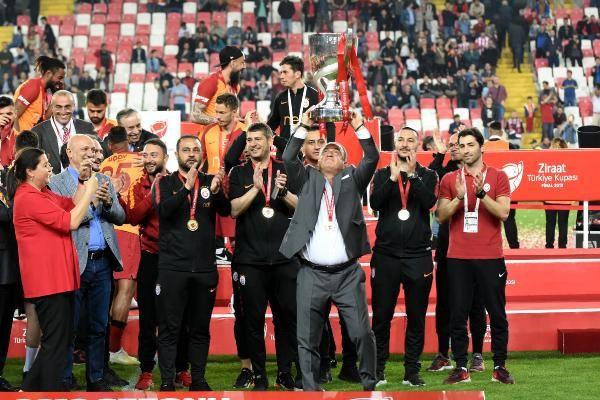 Ziraat Türkiye Kupası şampiyonu Galatasaray kupasını aldı - Sayfa 7