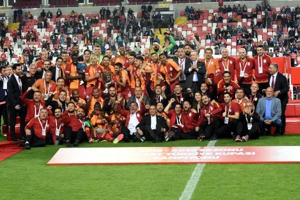 Ziraat Türkiye Kupası şampiyonu Galatasaray kupasını aldı - Sayfa 8