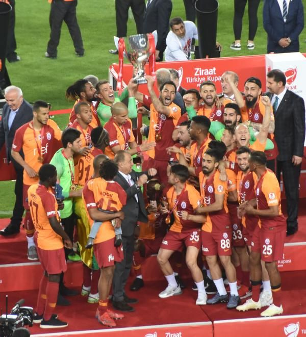 Ziraat Türkiye Kupası şampiyonu Galatasaray kupasını aldı - Sayfa 4