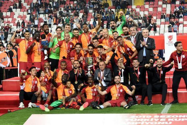 Ziraat Türkiye Kupası şampiyonu Galatasaray kupasını aldı - Sayfa 9