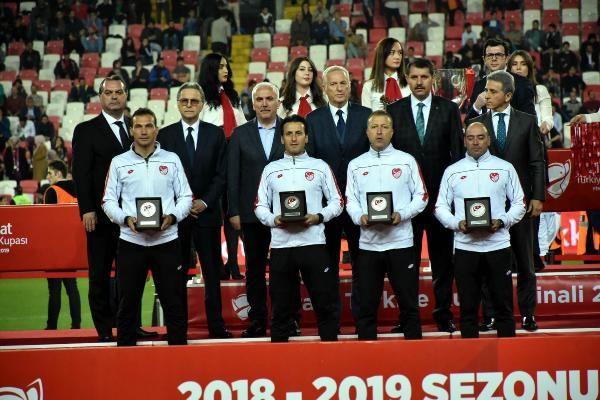 Ziraat Türkiye Kupası şampiyonu Galatasaray kupasını aldı - Sayfa 10