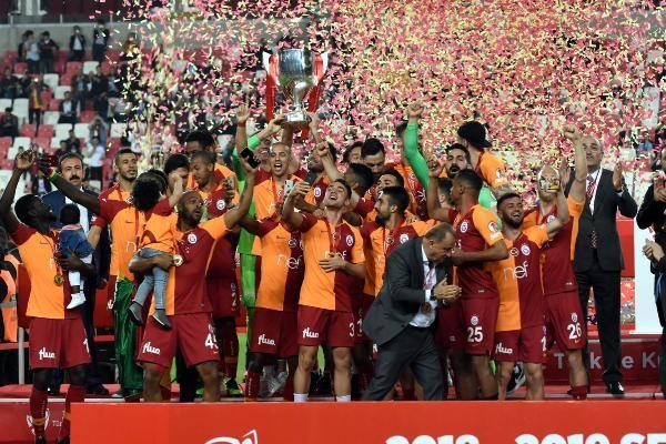 Ziraat Türkiye Kupası şampiyonu Galatasaray kupasını aldı - Sayfa 12