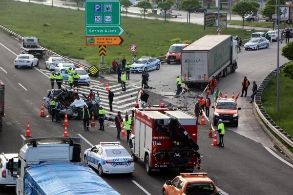 Bolu'da TIR'a çarpan lüks araç hurdaya döndü 1 ölü 1 yaralı - Sayfa 10