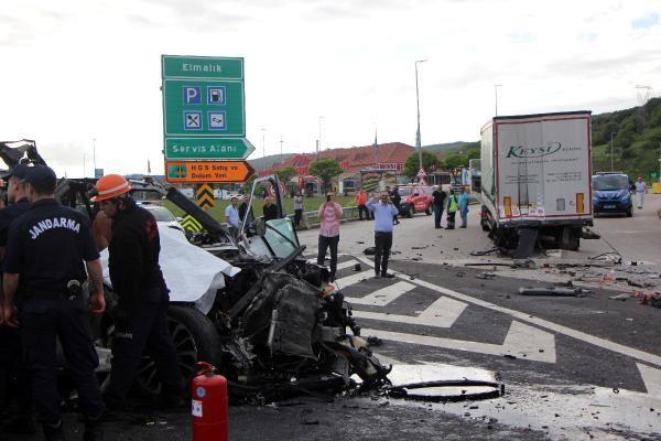 Bolu'da TIR'a çarpan lüks araç hurdaya döndü 1 ölü 1 yaralı - Sayfa 4