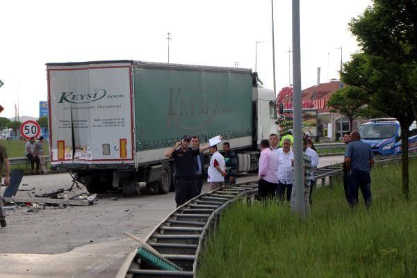 Bolu'da TIR'a çarpan lüks araç hurdaya döndü 1 ölü 1 yaralı - Sayfa 6
