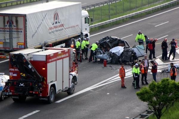 Bolu'da TIR'a çarpan lüks araç hurdaya döndü 1 ölü 1 yaralı - Sayfa 7
