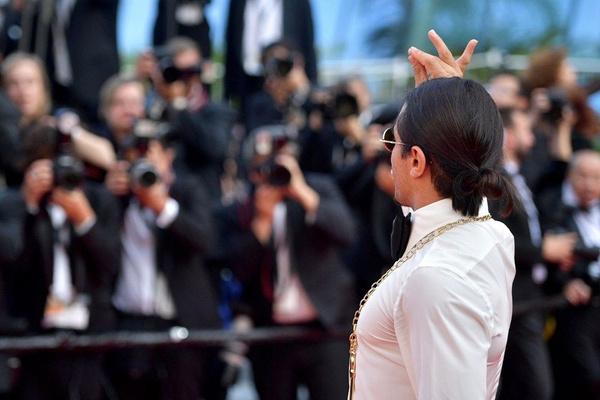 Kolye ve ayakkabısı olaydı Nusret'in Cannes Film Festivali'ndeki haline bakın - Sayfa 6