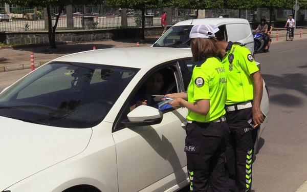 Adana polisinden sürücüye empati cezası - Sayfa 2