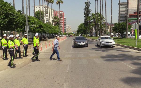 Adana polisinden sürücüye empati cezası - Sayfa 3