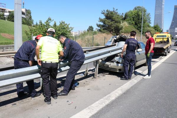 İstanbul Ümraniye'de bariyere saplanan araçtan sağ çıktılar - Sayfa 3