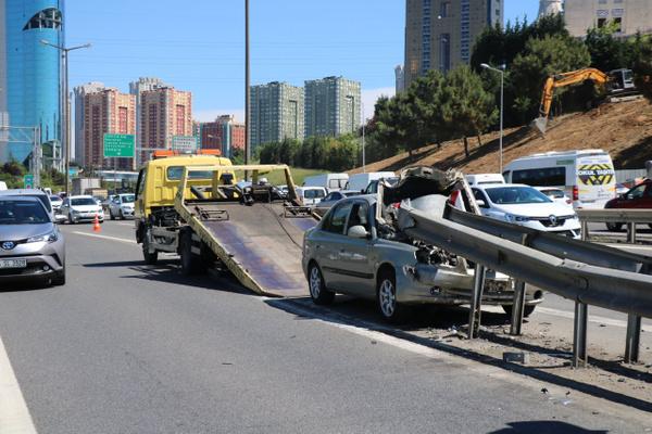 İstanbul Ümraniye'de bariyere saplanan araçtan sağ çıktılar - Sayfa 4