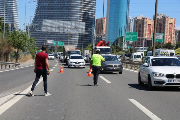 İstanbul Ümraniye'de bariyere saplanan araçtan sağ çıktılar - Sayfa 6