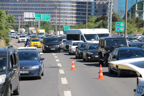 İstanbul Ümraniye'de bariyere saplanan araçtan sağ çıktılar - Sayfa 7