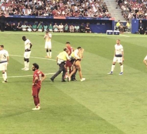 Şampiyonlar Ligi Finali'nde sahaya giren kadın kim? Tanıdık çıktı - Sayfa 4