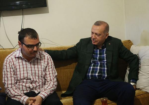 Cumhurbaşkanı Erdoğan bayram ziyareti yaptı gönülleri fethetti - Sayfa 6