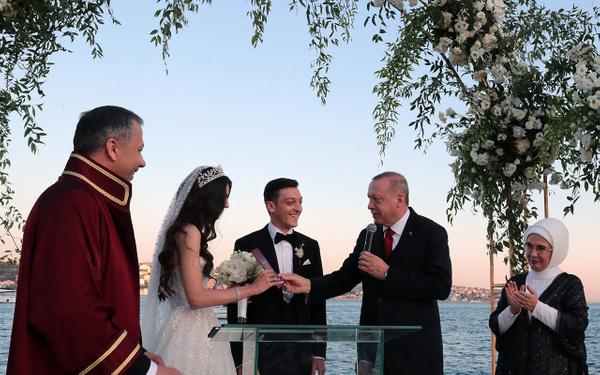 Erdoğan Mesut Özil'in nikah şahidi oldu! Düğüne spor ve sanat camiasından bir çok isim katıldı - Sayfa 2