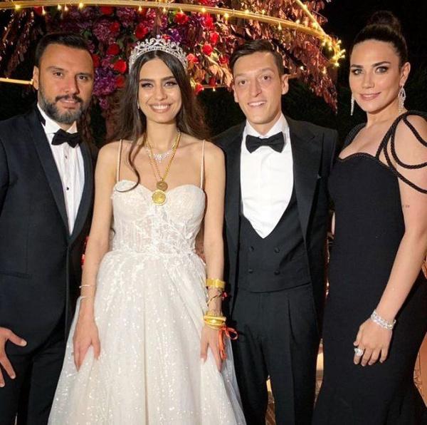 Amine Gülşe ve Mesut Özil evlendi! Düğüne ünlü akını oldu - Sayfa 5