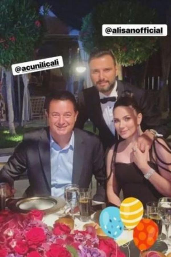 Amine Gülşe ve Mesut Özil evlendi! Düğüne ünlü akını oldu - Sayfa 4