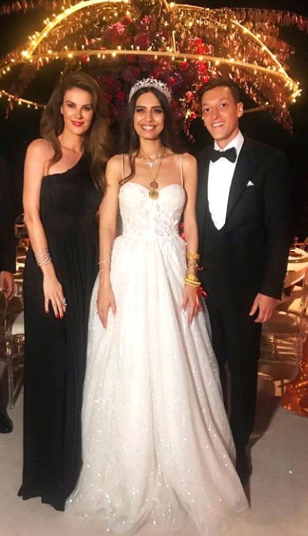 Amine Gülşe ve Mesut Özil evlendi! Düğüne ünlü akını oldu - Sayfa 7