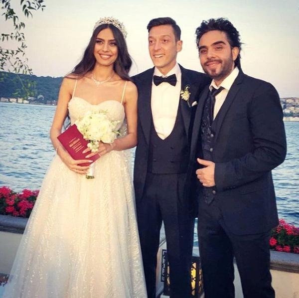 Amine Gülşe ve Mesut Özil evlendi! Düğüne ünlü akını oldu - Sayfa 9