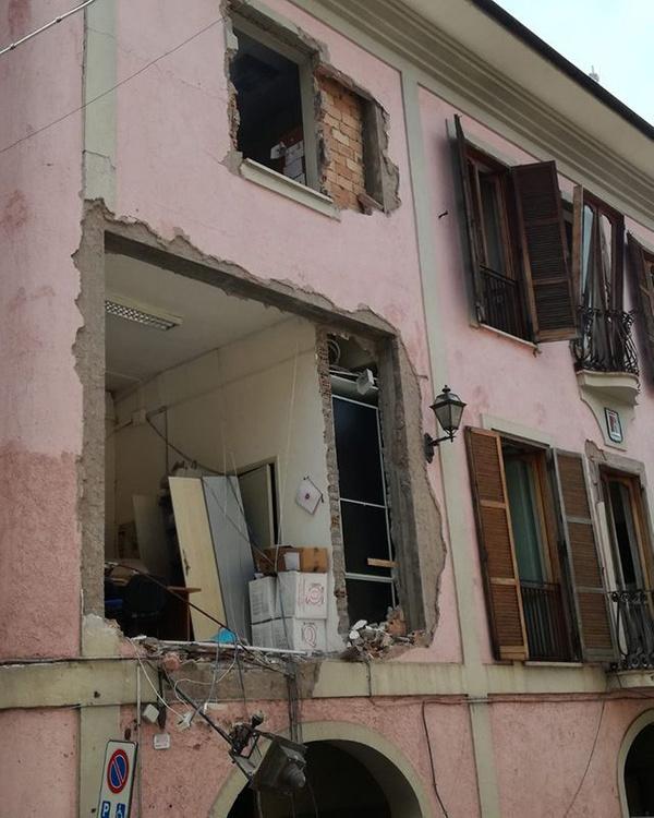 İtalya'da gaz patlaması Belediye başkanı ve 8 kişi yaralandı - Sayfa 3