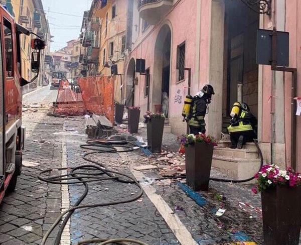 İtalya'da gaz patlaması Belediye başkanı ve 8 kişi yaralandı - Sayfa 2