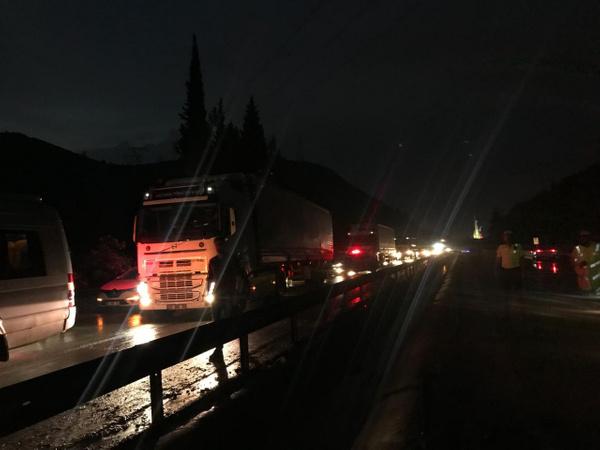 Manisa-İzmir yolu heyelan nedeniyle trafiğe kapandı - Sayfa 5