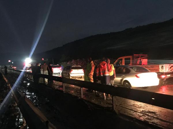 Manisa-İzmir yolu heyelan nedeniyle trafiğe kapandı - Sayfa 7