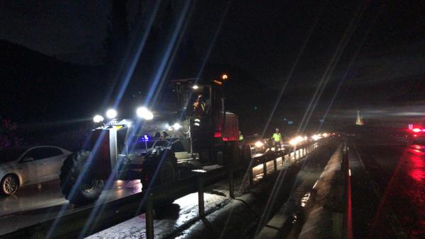 Manisa-İzmir yolu heyelan nedeniyle trafiğe kapandı - Sayfa 2