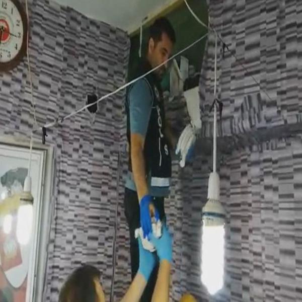 Gaziantep'te iş yeri duvarındaki zuladan esrar ve uyuşturucu hap çıktı - Sayfa 4