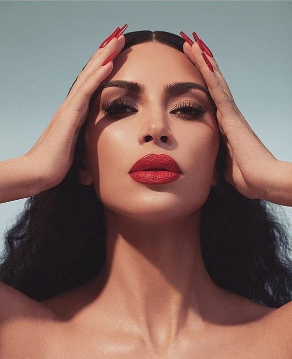 Makyajsız ve yalın ayak! Kim Kardashian'ın yeni dikkat çekme yöntemi! - Sayfa 3