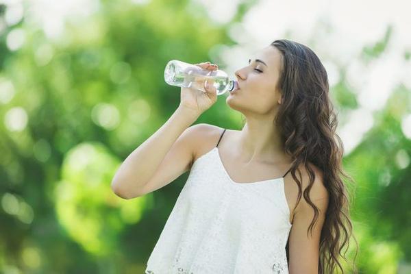 Kadınlar günde 10 bardak su içmeli, sık sık duş almalı Saat 16.00'dan sonra.... - Sayfa 2
