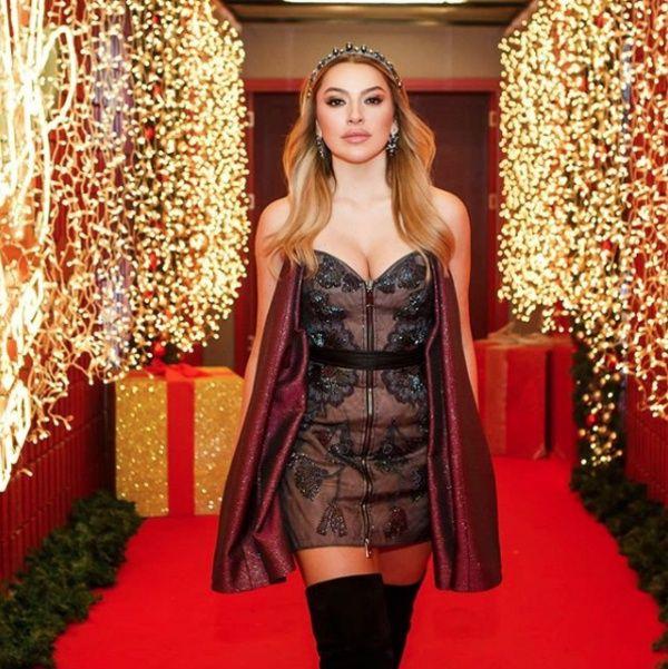 O Ses Türkiye'nin jürisi ve ünlü şarkıcı Hadise'den hayranlarını mest eden bikinili fotoğraf - Sayfa 6