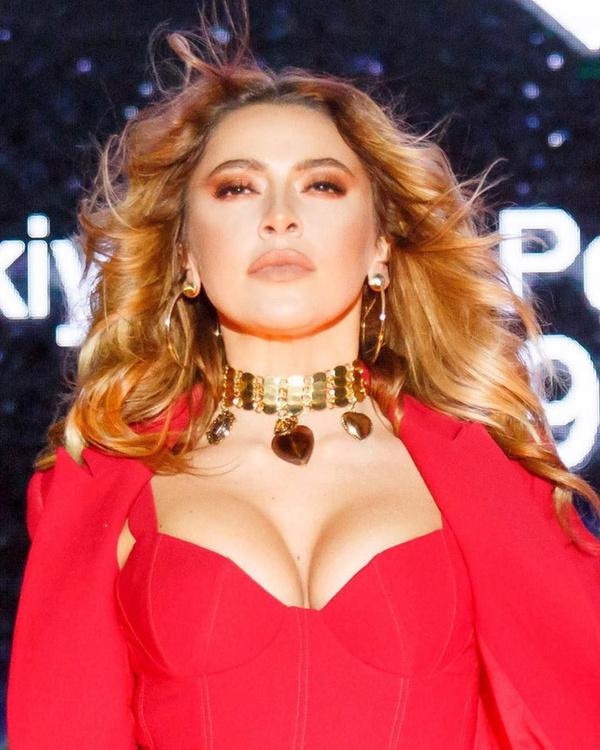 O Ses Türkiye'nin jürisi ve ünlü şarkıcı Hadise'den hayranlarını mest eden bikinili fotoğraf - Sayfa 9