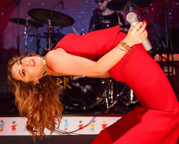 O Ses Türkiye'nin jürisi ve ünlü şarkıcı Hadise'den hayranlarını mest eden bikinili fotoğraf - Sayfa 14