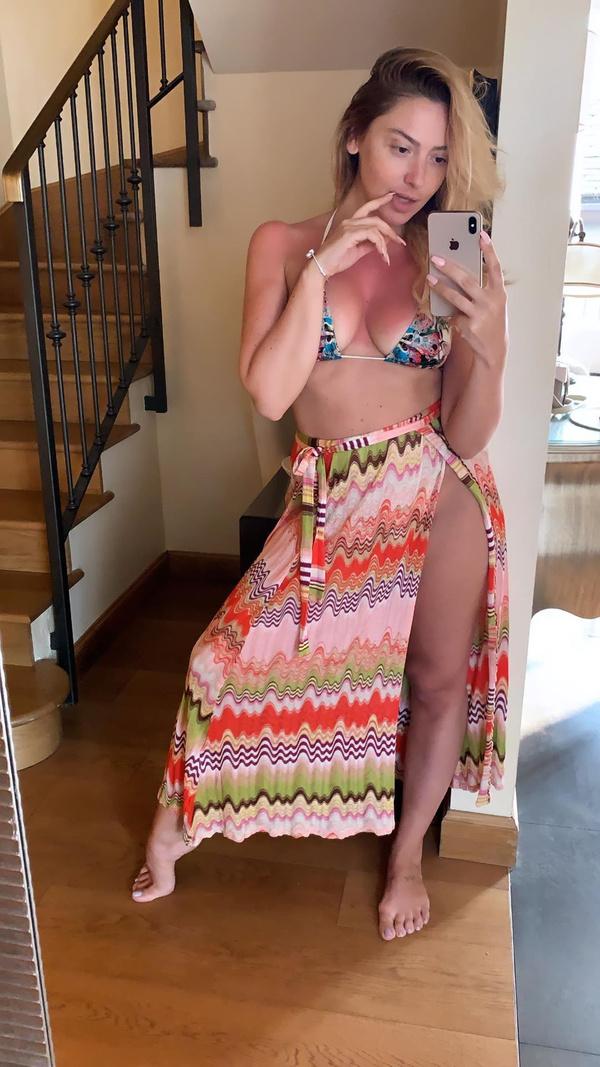 O Ses Türkiye'nin jürisi ve ünlü şarkıcı Hadise'den hayranlarını mest eden bikinili fotoğraf - Sayfa 4