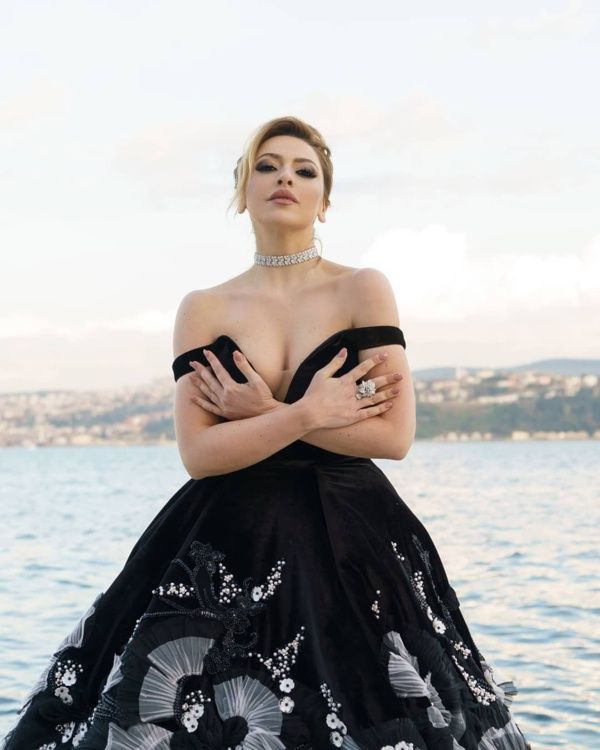 O Ses Türkiye'nin jürisi ve ünlü şarkıcı Hadise'den hayranlarını mest eden bikinili fotoğraf - Sayfa 5