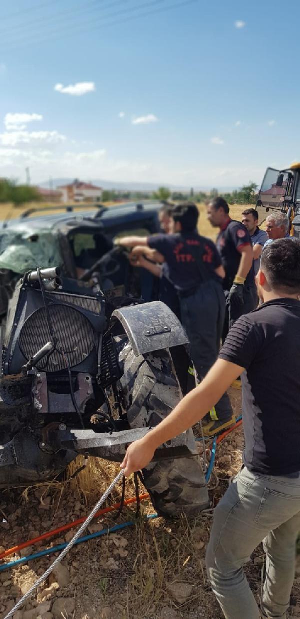 Hafif ticari araç traktörle çarpıştı: 2 ölü, 1 yaralı - Sayfa 4