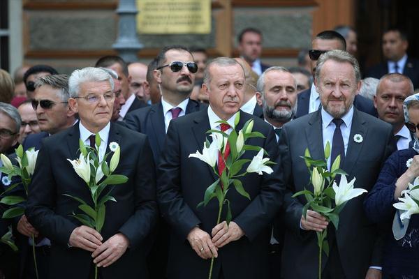 Cumhurbaşkanı Erdoğan Srebrenitsa Soykırımı kurbanları anısına düzenlenen geçit törenine katıldı - Sayfa 10