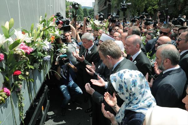 Cumhurbaşkanı Erdoğan Srebrenitsa Soykırımı kurbanları anısına düzenlenen geçit törenine katıldı - Sayfa 3