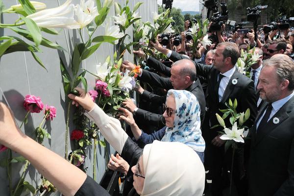 Cumhurbaşkanı Erdoğan Srebrenitsa Soykırımı kurbanları anısına düzenlenen geçit törenine katıldı - Sayfa 7