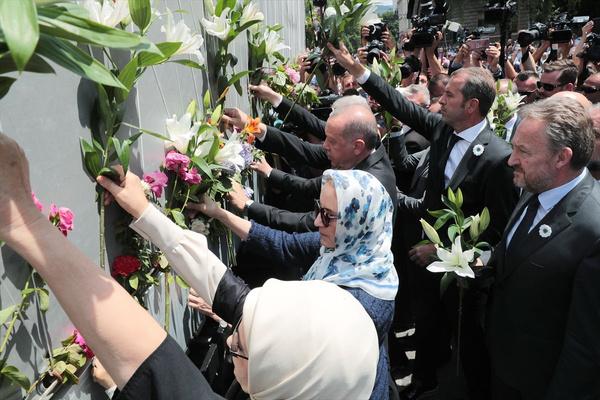 Cumhurbaşkanı Erdoğan Srebrenitsa Soykırımı kurbanları anısına düzenlenen geçit törenine katıldı - Sayfa 8