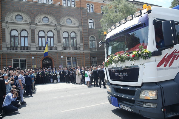 Cumhurbaşkanı Erdoğan Srebrenitsa Soykırımı kurbanları anısına düzenlenen geçit törenine katıldı - Sayfa 9