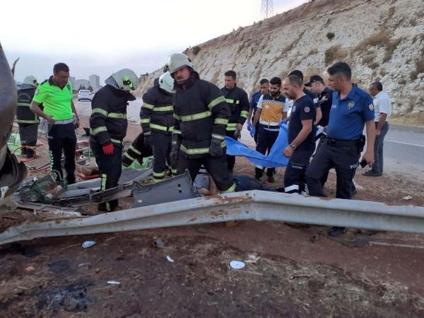 Gaziantep'te sebze yüklü TIR otobanı savaş alanına çevirdi 3 ölü - Sayfa 3