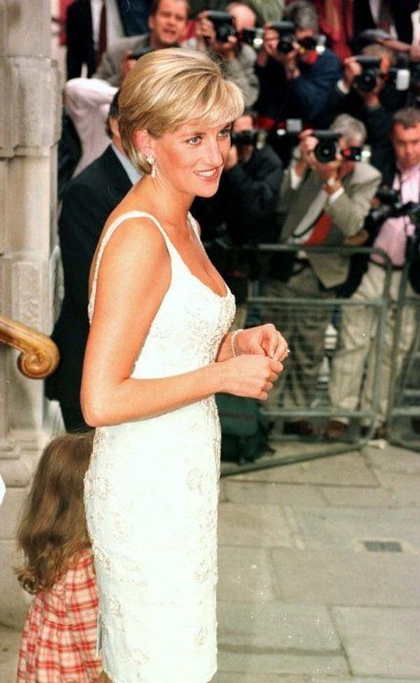 Prenses Diana'nın sweatshirt'ü rekor paraya satıldı - Sayfa 8
