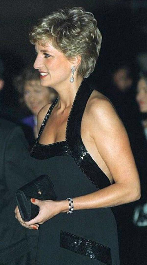 Prenses Diana'nın sweatshirt'ü rekor paraya satıldı - Sayfa 3