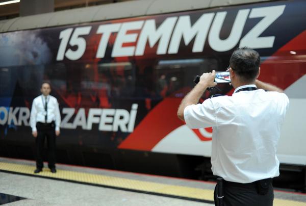 Yüksek Hızlı Tren 15 Temmuz'a özel giydirildi görenler heyecanını gizleyemedi - Sayfa 3